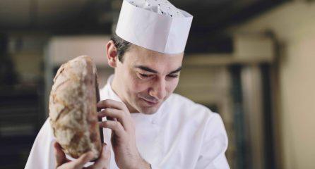Algist Bruggeman Desems bakker met brood